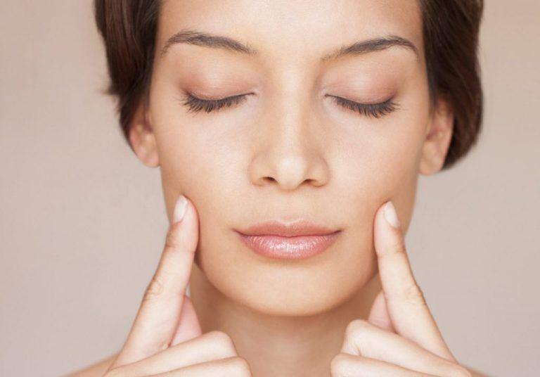 Tập yoga cho khuôn mặt, bí quyết làm đẹp của chuyên gia