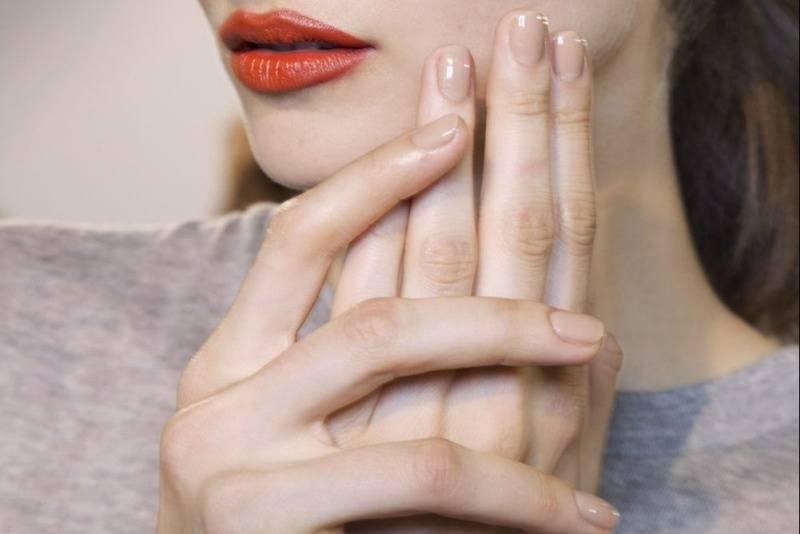 Trào lưu naked-nails: làm sao để có một bộ móng tay hoàn hảo?