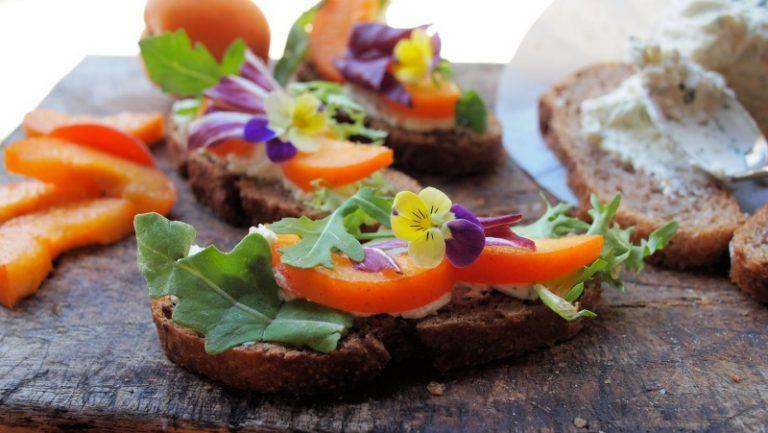 Mang cả vườn hoa vào bữa ăn – phong cách ẩm thực hút hồn bạn gái