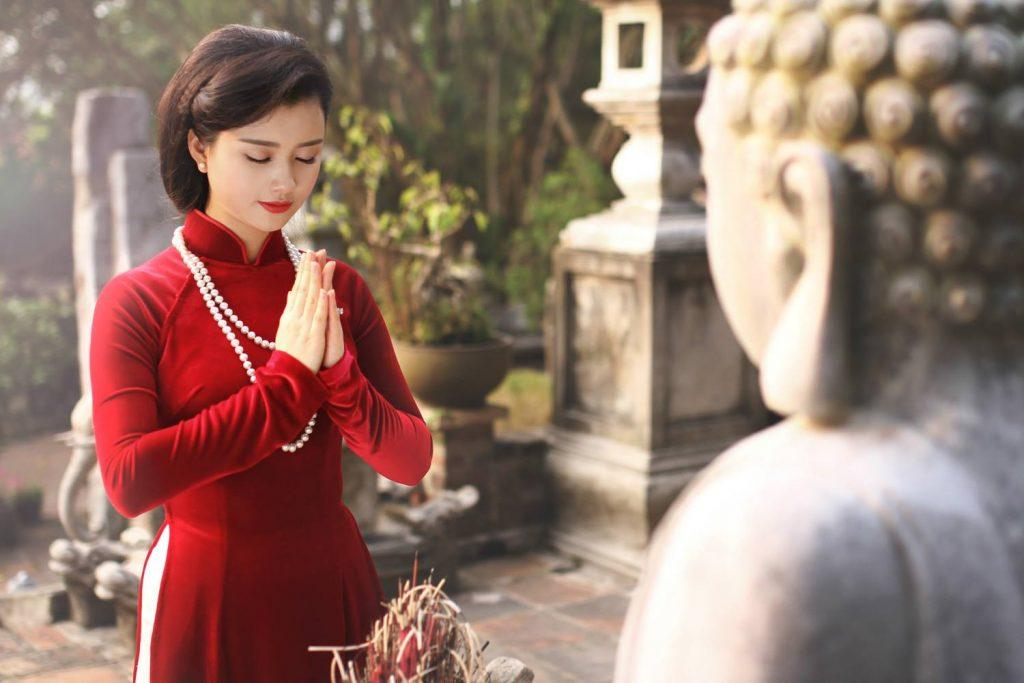 Muốn thoát ế, hội con gái cứ tìm đến 4 ngôi chùa thiêng này cầu duyên