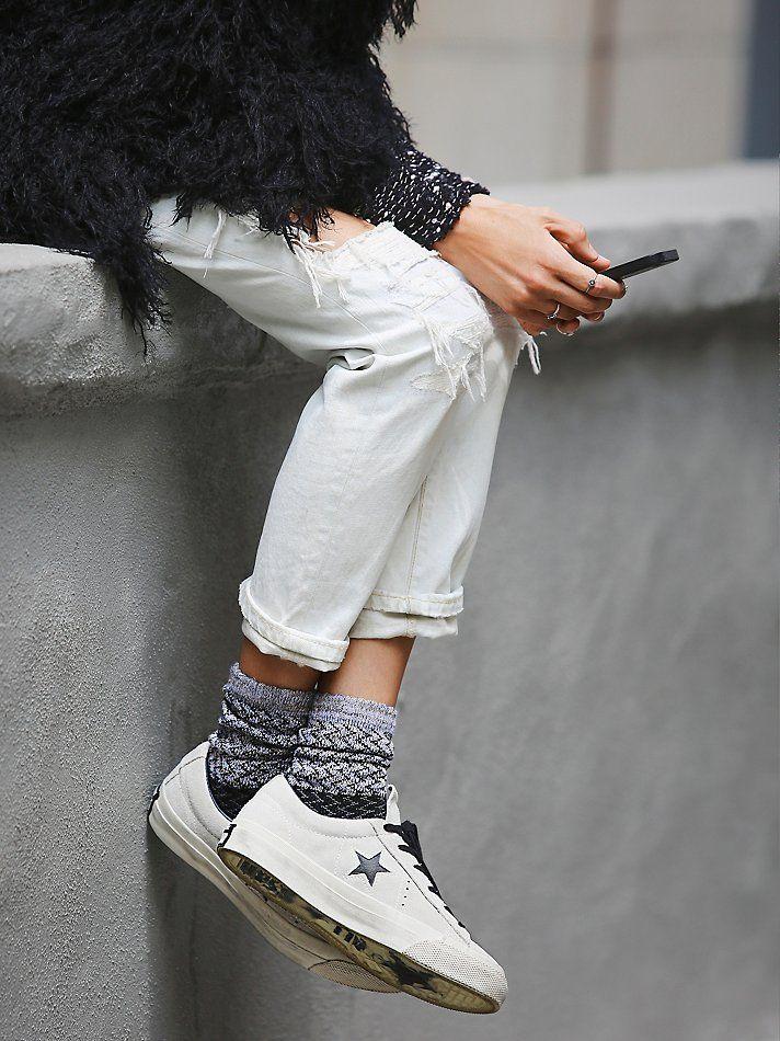 2-4-doi-giay-sneaker-kem-tieng-dang-duoc-phai-dep-me-man