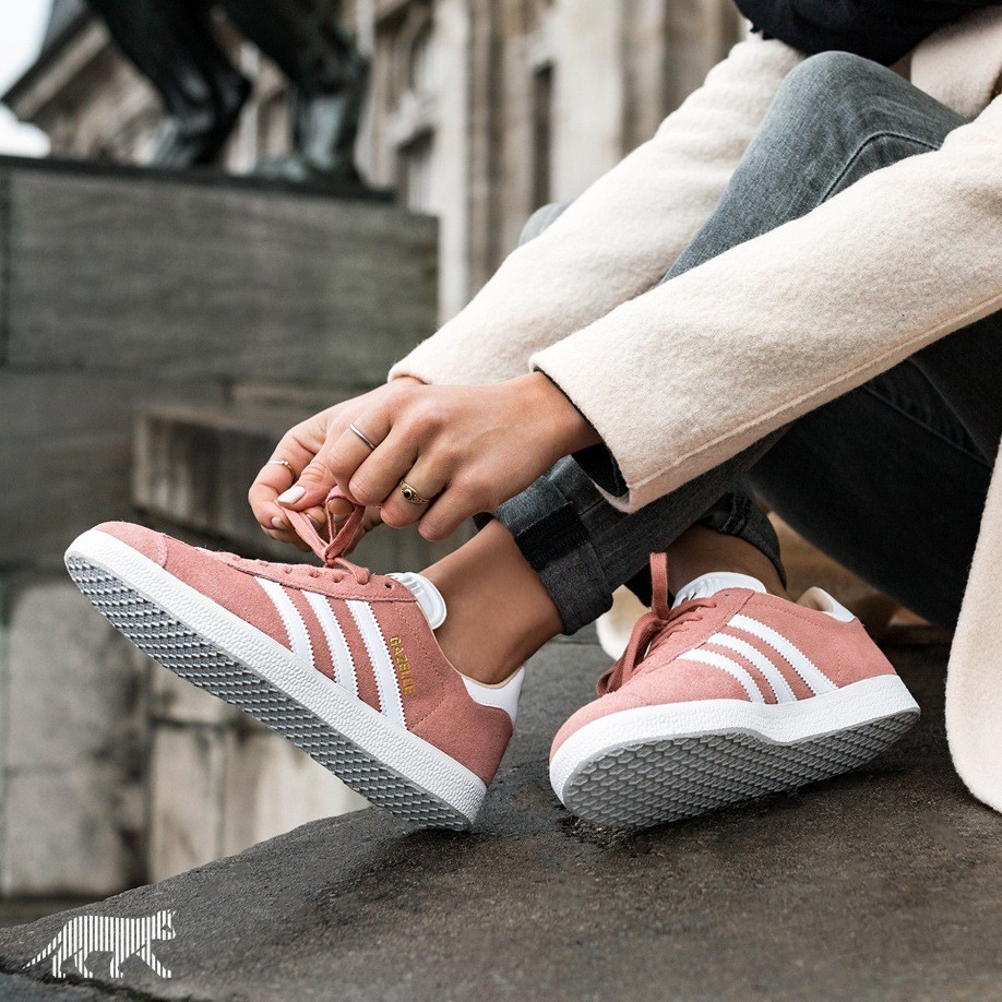 5-4-doi-giay-sneaker-kem-tieng-dang-duoc-phai-dep-me-man