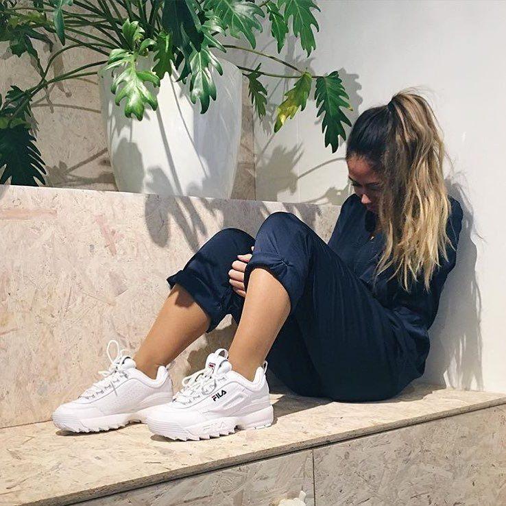 9-4-doi-giay-sneaker-kem-tieng-dang-duoc-phai-dep-me-man