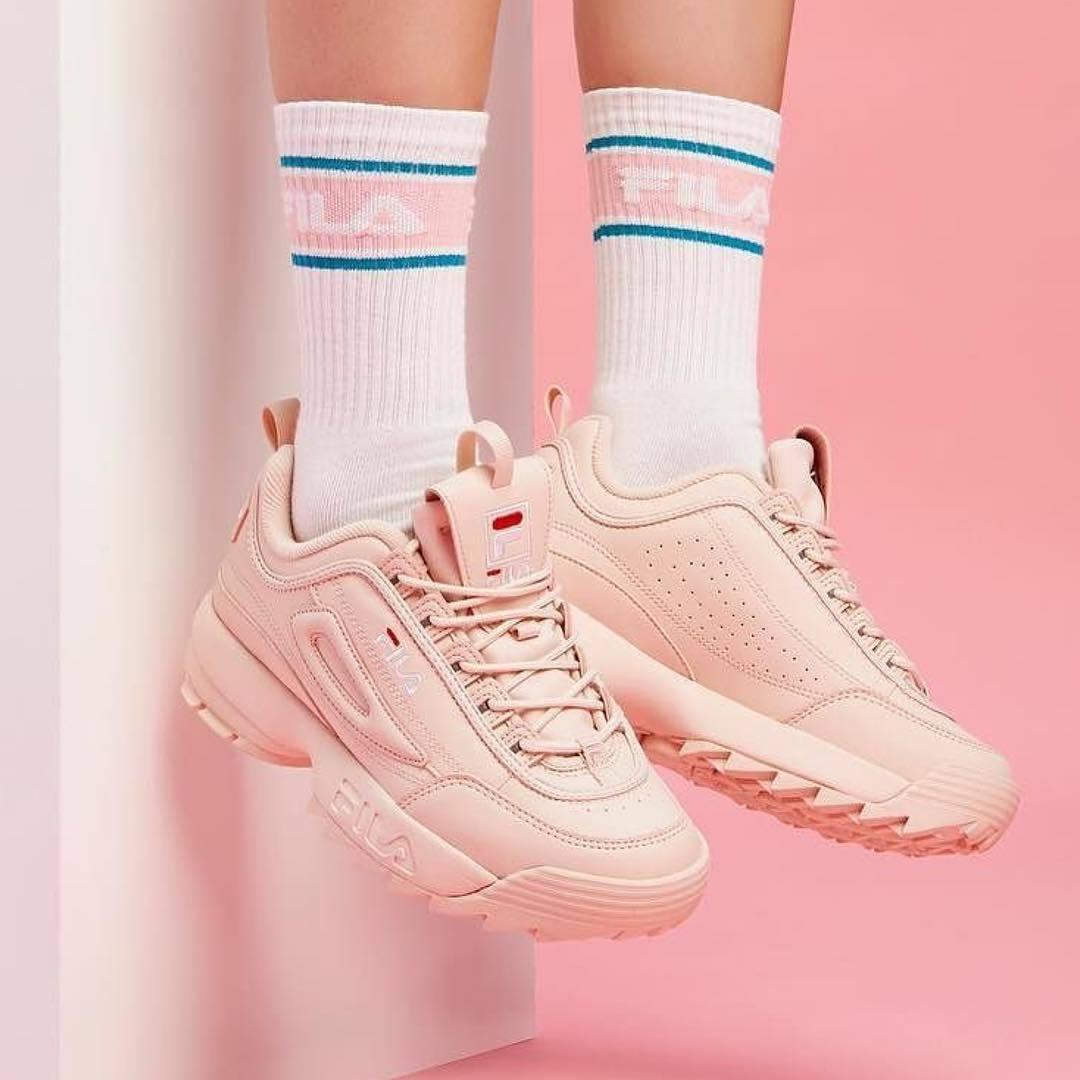 8-4-doi-giay-sneaker-kem-tieng-dang-duoc-phai-dep-me-man