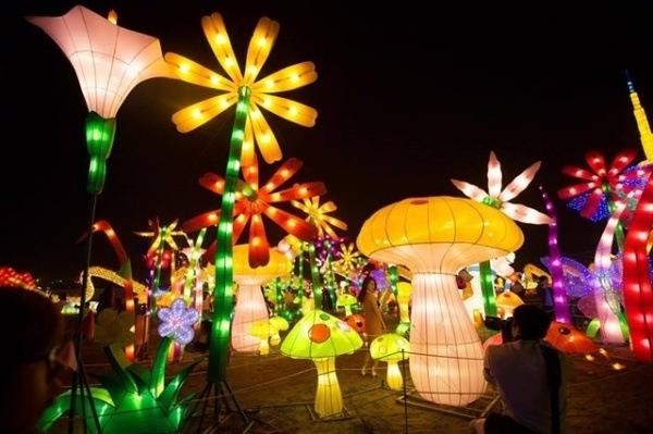 festival-anh-sang-lon-nhat-viet-nam-truoc-gio-mo-cua-o-sai-gon-b95a6a8e636483366387312756