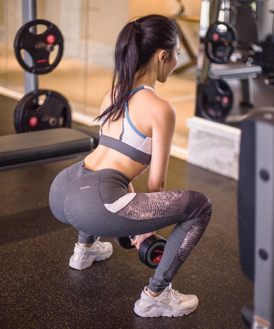 2-ban-co-dang-mac-phai-5-sai-lam-nay-khi-tap-the-duc-voi-dong-tac-squat
