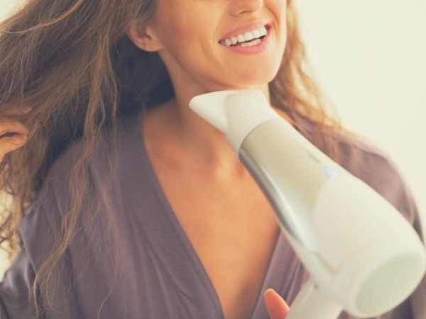 blow-drying-hair-1024x768