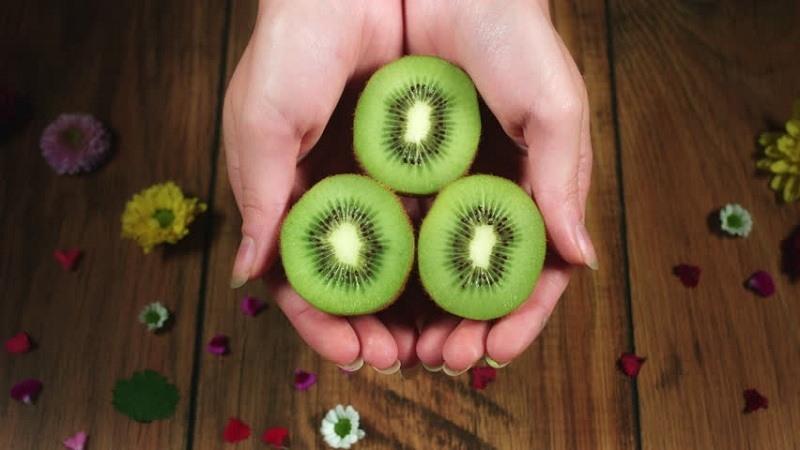 Bí quyết chăm sóc da thần kì từ mặt nạ quả kiwi