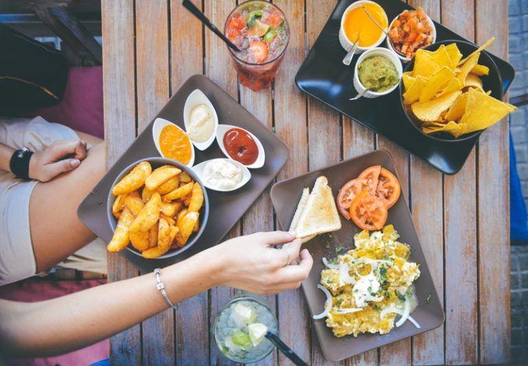 Giúp bạn gái đọc vị tính cách crush từ thói quen ăn uống của chàng