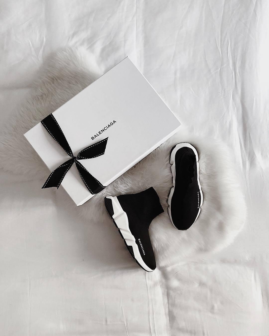 1-giay-converse-nike-hay-adidas-moi-duoc-san-don