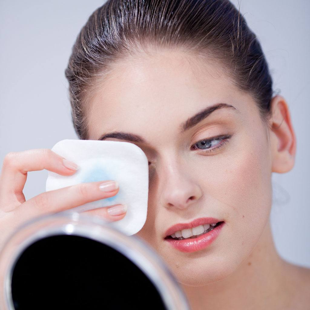 Mandatory Credit: Photo by Garo/Phanie/REX (1248625ai) Model released - Woman removing make-up. Various