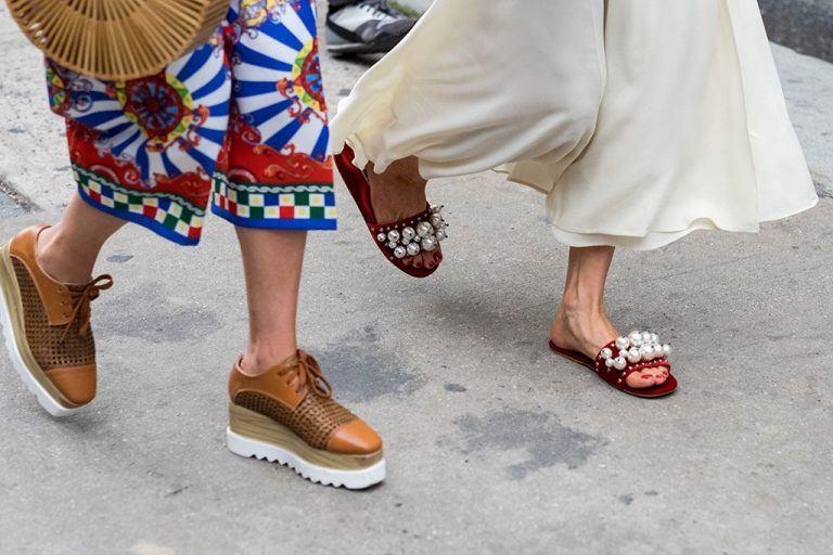 """Những xu hướng giày độc-lạ hứa hẹn sẽ """"hot"""" trong năm 2018"""