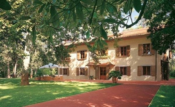 dam-images-homes-2012-03-giorgio-armani-archives-giorgio-armani-01-italy-farmhouse