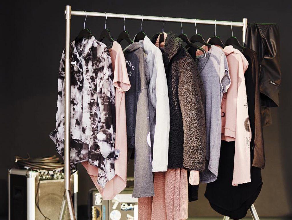 Nên và không nên mua gì ở các thương hiệu thời trang nhanh?