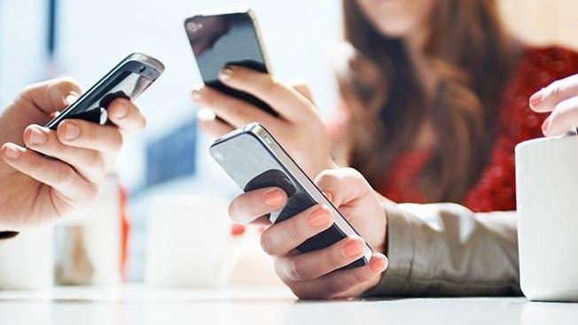 people-using-smartphones