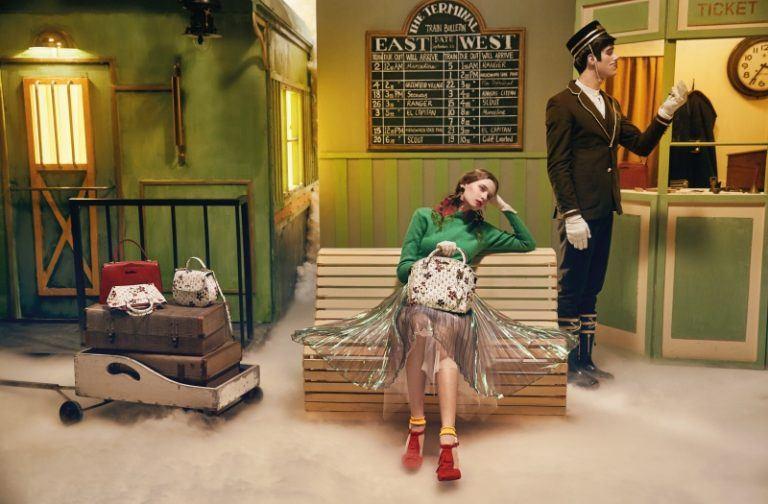 Trở thành quý cô thanh lịch nhờ phụ kiện thời trang đậm chất cổ điển