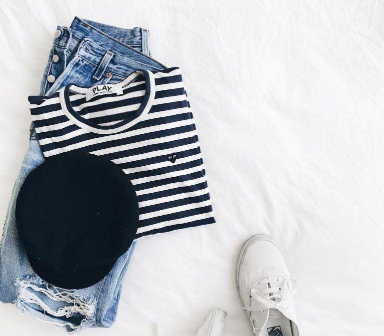 Tủ quần áo của một cô nàng mê style tối giản sẽ có những item nào?
