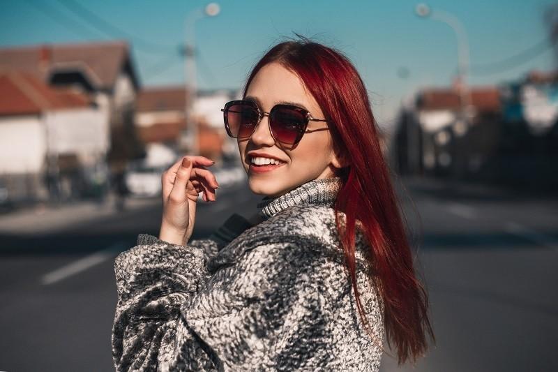 Tại sao bạn vẫn nên đeo kính râm vào mùa đông?