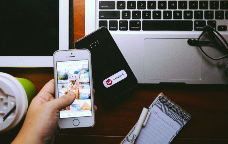 Mua SIM 4G hay thuê wifi du lịch khi đi nước ngoài?