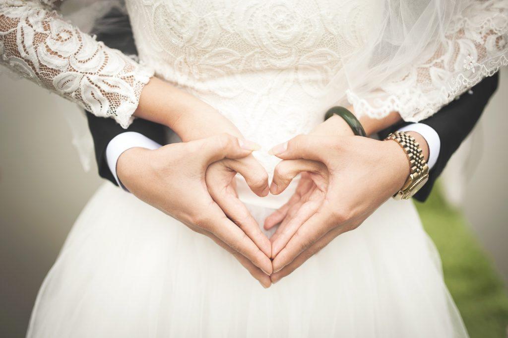 Những dấu hiệu chứng tỏ chàng muốn cùng bạn kết hôn