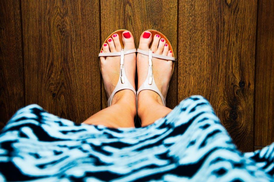 Muốn móng chân sạch, bóng khỏe nên thử ngay những cách này