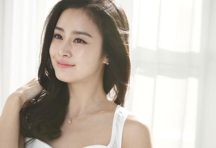 """4 bí kíp dưỡng da từ """"cô nàng không tuổi"""" Kim Tae Hee"""