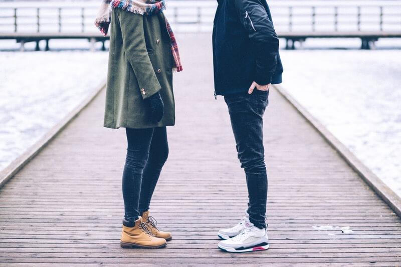 5 dấu hiệu chứng tỏ con gái đang yêu một quý ông lợi dụng!