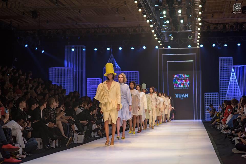 Soi phong cách thời trang sao Việt trên thảm đỏ VIFW 2017
