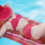 bikini-o-trikini-pin-up-compressor