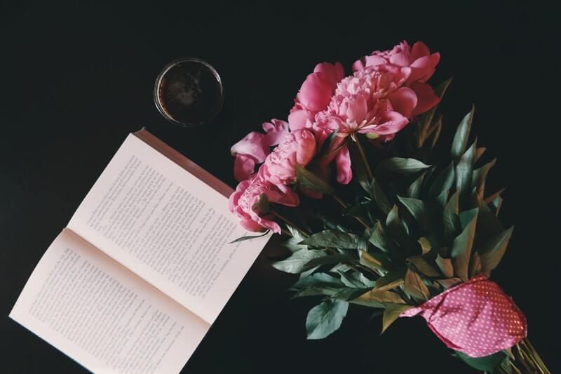 4 tiểu thuyết về tình yêu đơn phương nhẹ nhàng mà xúc động
