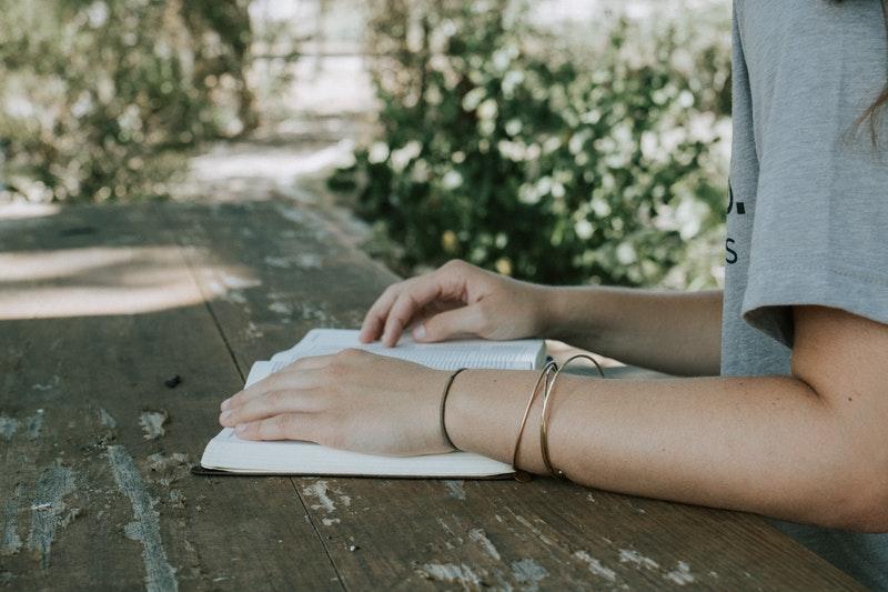 5 tiểu thuyết ngôn tình đẹp và buồn man mác
