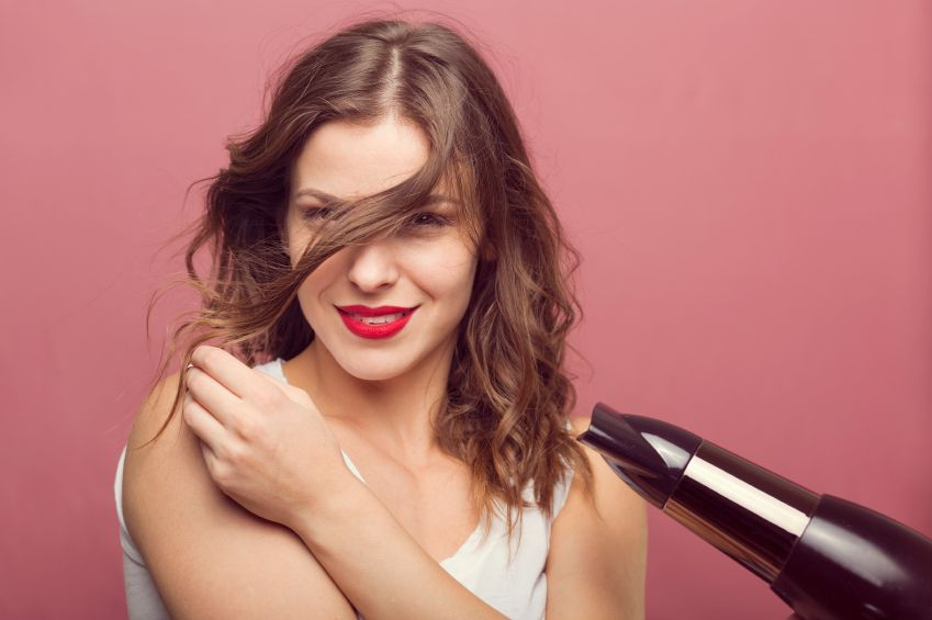 Những dụng cụ làm tóc cơ bản giúp bạn tạo kiểu cực đẹp tại nhà