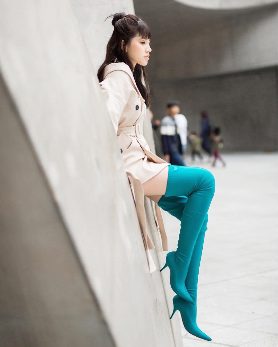 jolie-nguyen-balenciaga-hoa-tiet-ngam-nghia-street-style-cua-sao-viet-tai-seoul-fashion-week