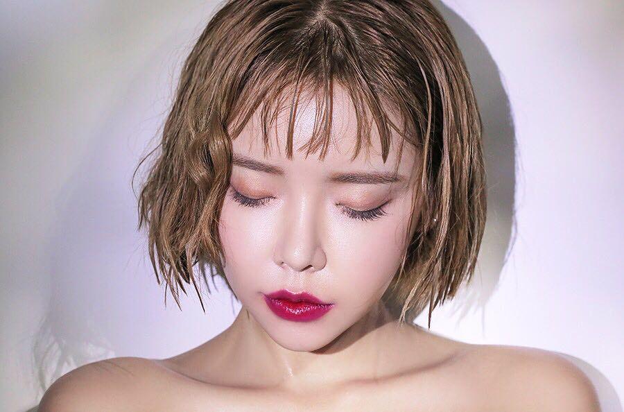 moi-mau-berry-diem-danh-6-xu-huong-trang-diem-dang-chuan-bi-tiem-ngoi-vang