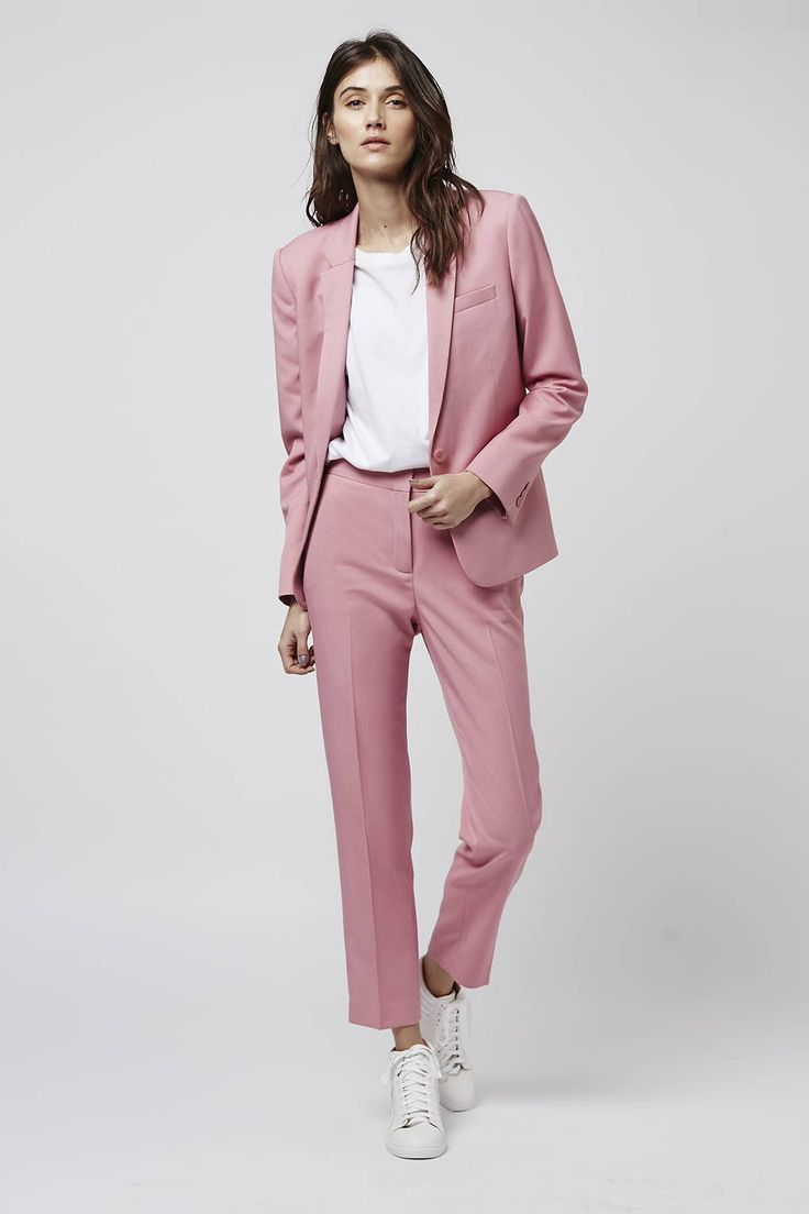women-suit-mix-giay-the-thao-phong-cach