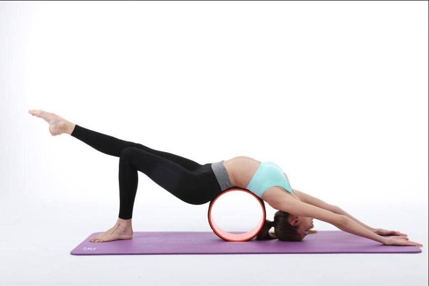 Giảm giá mạnh tay, các nàng hãy mua ngay dụng cụ tập yoga xịn