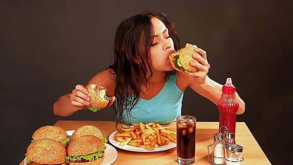 Sức khỏe kém, da xấu vì bạn có thói quen ăn uống thiếu lành mạnh này