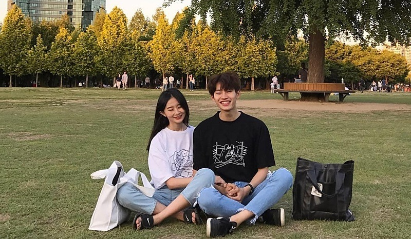 Diện đồ couple chuẩn như 3 cặp đôi Hàn Quốc trên Instagram