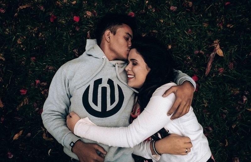 6 điều cần biết khi bạn trót yêu một chàng trai hướng nội