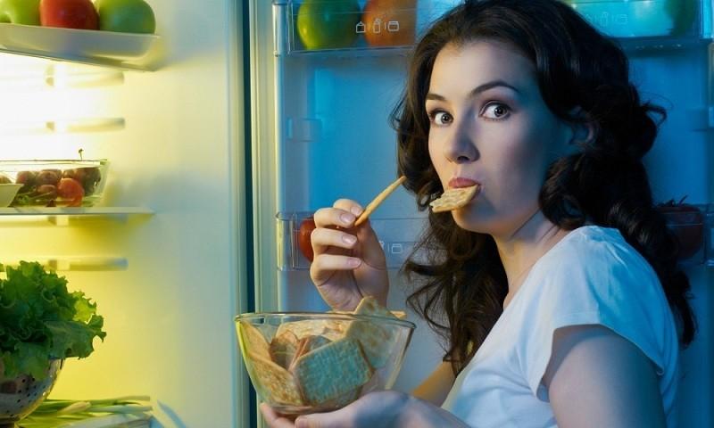 Nguyên tắc ăn uống khoa học cho người hay thức khuya