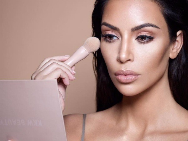 kim-kardashian-warns-fans-about-fake-kkw-beauty-products-on-snapchat
