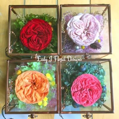 💎🌹Amorosa Diamond Garden Rose Box🌹💎   這個「鑽石庭園玫瑰花盒」採用日本頂級品牌Amorosa Diamond Garden Rose,每朵均有證書以作認證其超高品質,而花瓣上鋪有一層鑽石閃粉,尤其夜間觀賞更可見其閃耀燦爛的效果,比一般玫瑰花更顯高貴優雅,送禮自用,必屬佳品!🌹💎   母親節將至,現接受預訂單,客戶可自選花材顏色,請預留約7至10個工作天,如欲訂購,歡迎私訊至本店專頁的inbox🌹🍀   🎁 https://www.facebook.com/LadyJFloral/ 🎁