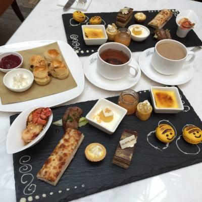 Guerlain afternoon tea in cafe landmark :)