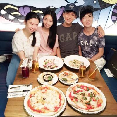 有幸與美女、帥哥吃飯😘💕💕💕 #Friendship #Friends #Gathering #Dinner #Pizza #PizzaExpress #TuesdayNight #Lifestyle #LifestyleBlogger #Blogger #Denise #Deniseyuyu