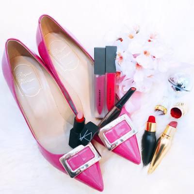 How many lipsticks/lip glosses can a girl have? 💋 #lipsticklover #shoesaddict . . . #hkbeauty #MissTiaraHK #lovemyjob #rogervivier #heels #NARSHK #NARS #beautelouboutin #chrisitianlouboutin #burberry #burberrybeauty #lunasolhk #lunasol #luxury #misspolspick