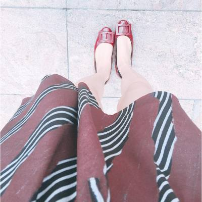 Red for the day ❤️ . #OOTD: Dress: American Vintage Shoes: Roger Vivier Gommette Flats . #happyfriday #tgif #happyweekend #rogervivier #rogervivierhk #americanvintage #hkfashion #longweekend #misspshopping