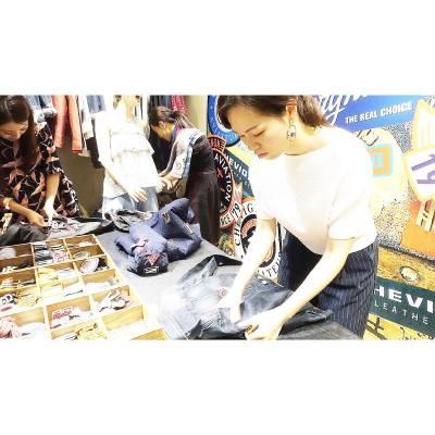 Getting the fashionista side out of me 👖@chevignon_hk_official . . . #misstiarahk #lovemyjob  #chevignon #chevignonhk #chevignondemin #labelcollection #aw16 #hkfashion #productlaunch #shoppinginspiration #shoppingideas #throwback