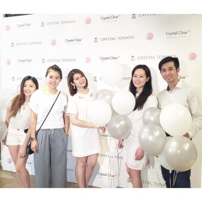 Always grateful to have such an amazing team! ❤️ . . . #misstiarahk #lovemyjob #crystaltomato #crystaltomatohk #hkbeauty #shoppinginspiration #shoppingideas #beautyreview #afternoontea #workingsaturday #happyweekend #20160903
