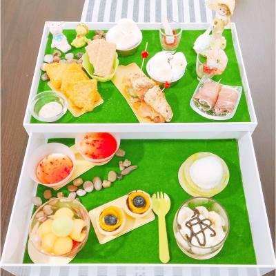 在室內靜靜地享受野餐☺️ . Summer Dream...Country-Style High Tea . #misstiara #lovemyjob #hkafternoontea #hkfood #hkfoodie #hkdessert #cafebauhinia #picnic
