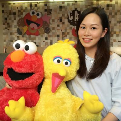 Facebook live with Elmo and Big Bird! 😎 Check out Miss Tiara page for full video! 🤗 @camxmie #misstiara #lovemyjob #happygetaway #halfvacationhalfwork #elmocafe #sesamestreet #20160518